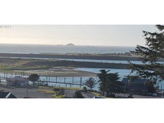photo of a coastal real estate property for sale in Gold Beach OR